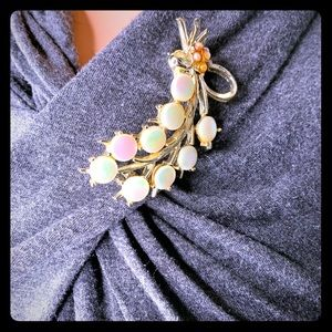 Vintage 1960s Thermoset Brooch